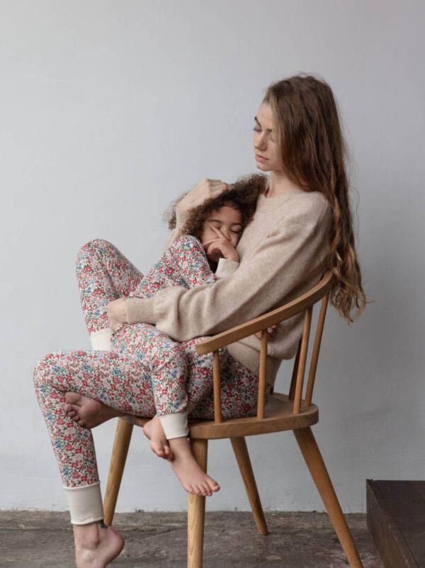 Sleepy Doe dames legging en kinderpyjama Winter Floral bij Slaapkopje