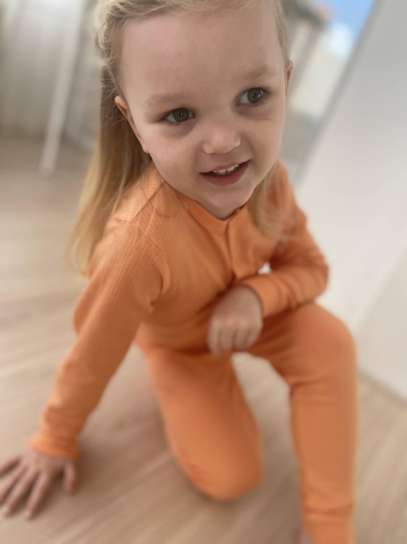 Mori Ribbed Pyjama Orange bij Slaapkopje